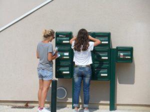 mise en boite au lettres par nos hôtesses dans la Drôme