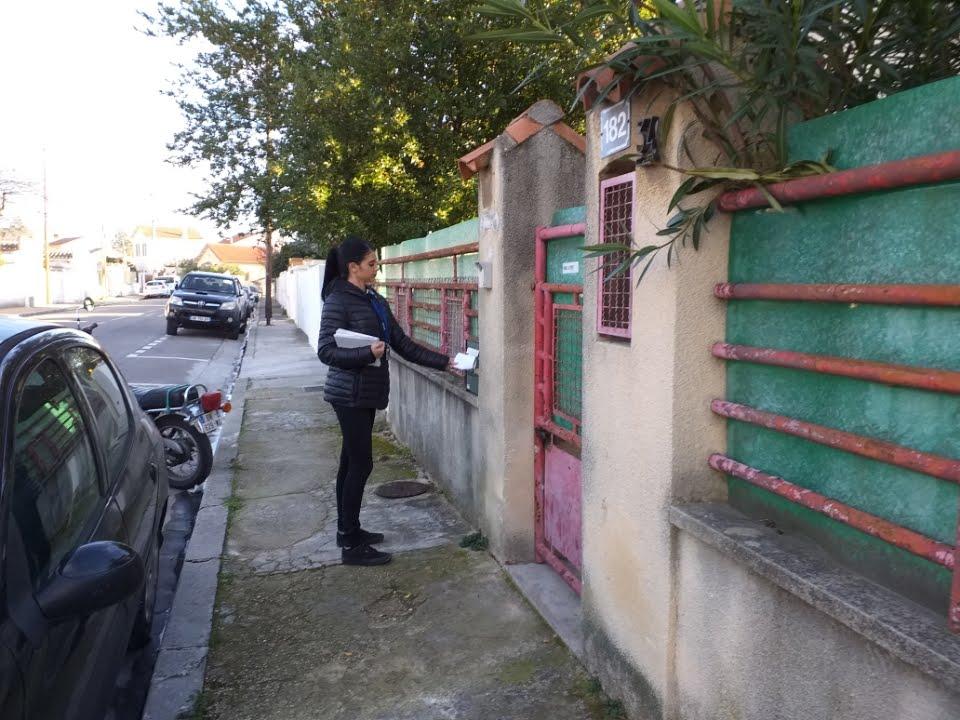 distribution boites aux lettres dans la rue