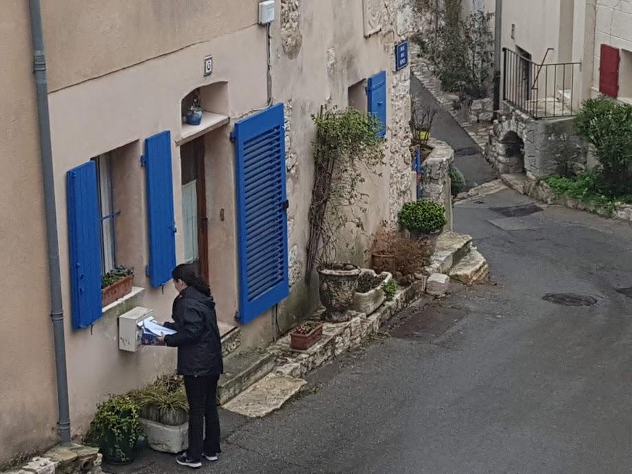 distribution boites aux lettres village