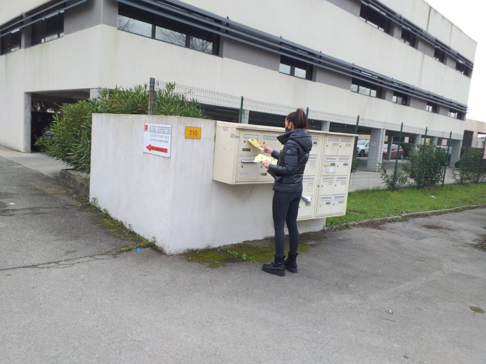 distribution de boites aux lettres cedex de locaux d'entreprises