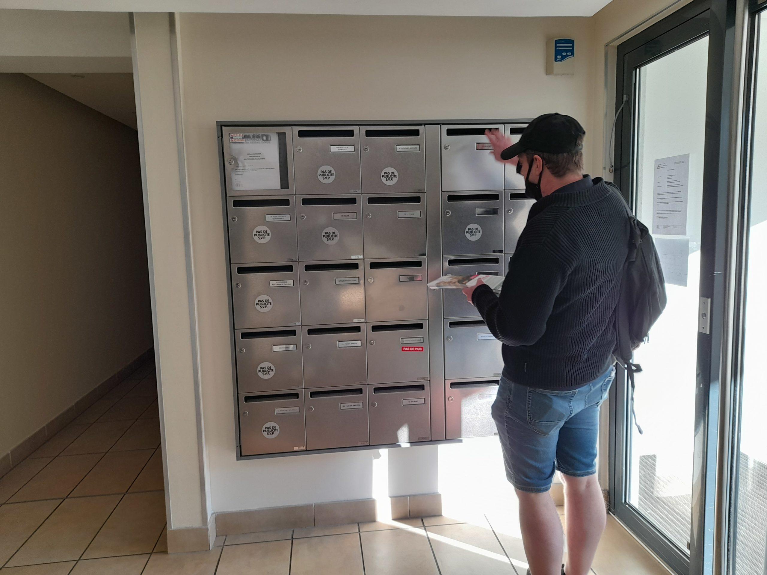 Distribution d'imprimés Marseille hall d'entrée boites groupées