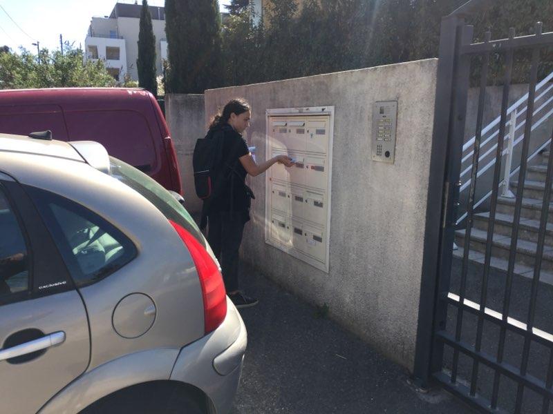 Distribution d'imprimés Marseille dans la rue dans des boites groupées